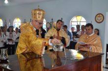 Pinhalão inaugura igreja